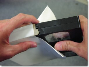 ビデオテープのケースにに安心シートを入れる